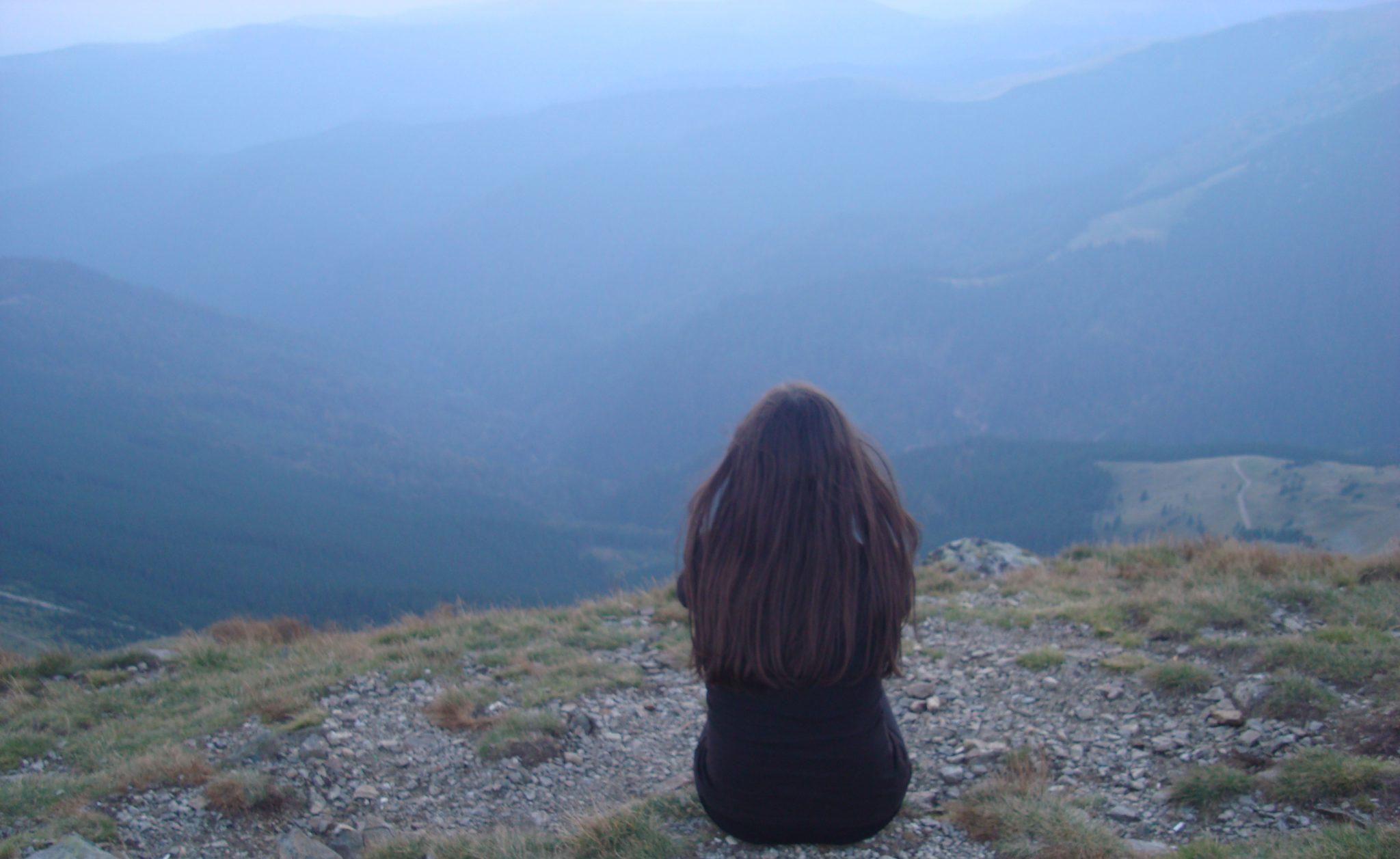Nu voi fi niciodată fata care nu simte nimic, voi fi mereu fata care simte totul.