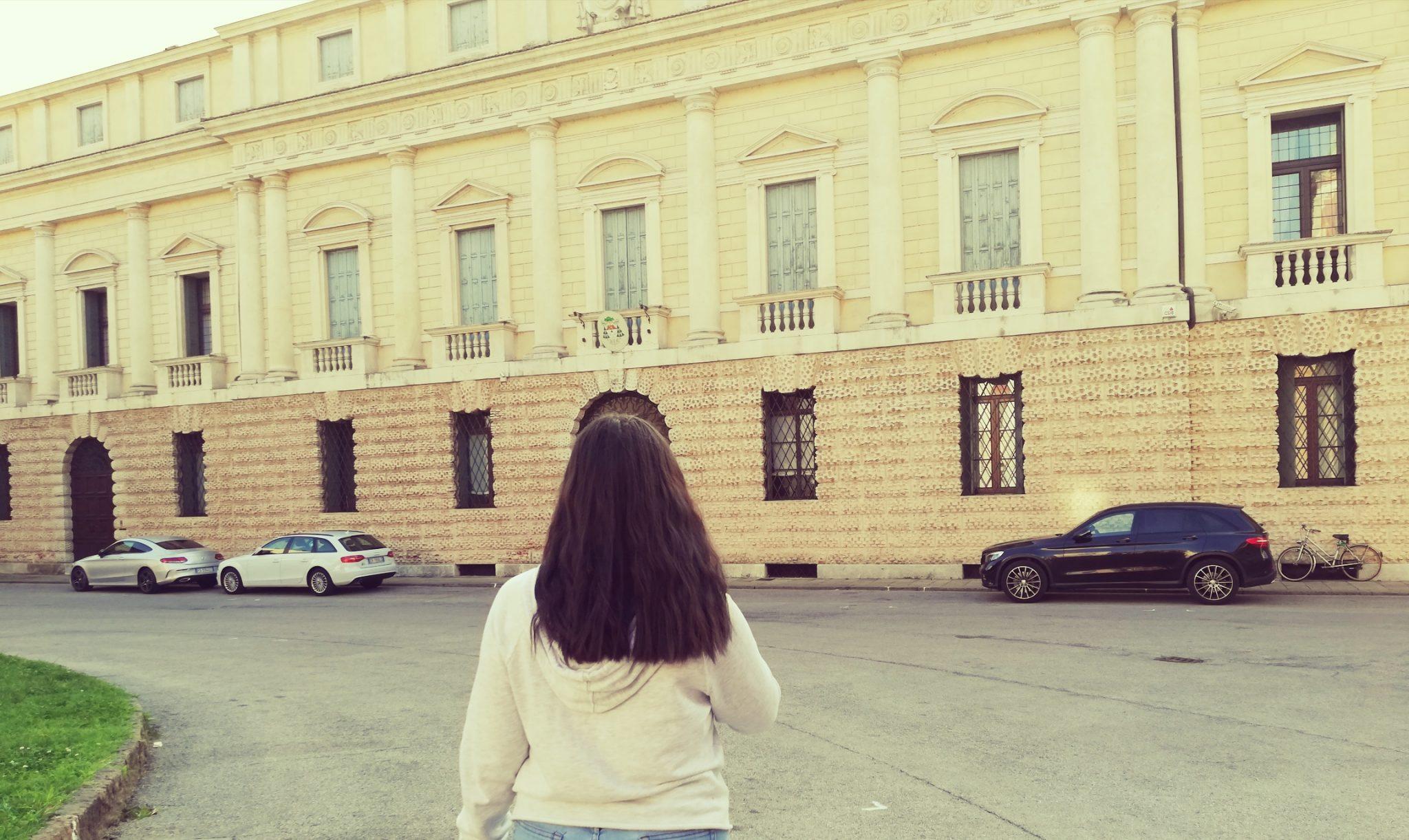 Atunci când călătorești singur s-ar putea să te îndrăgostești