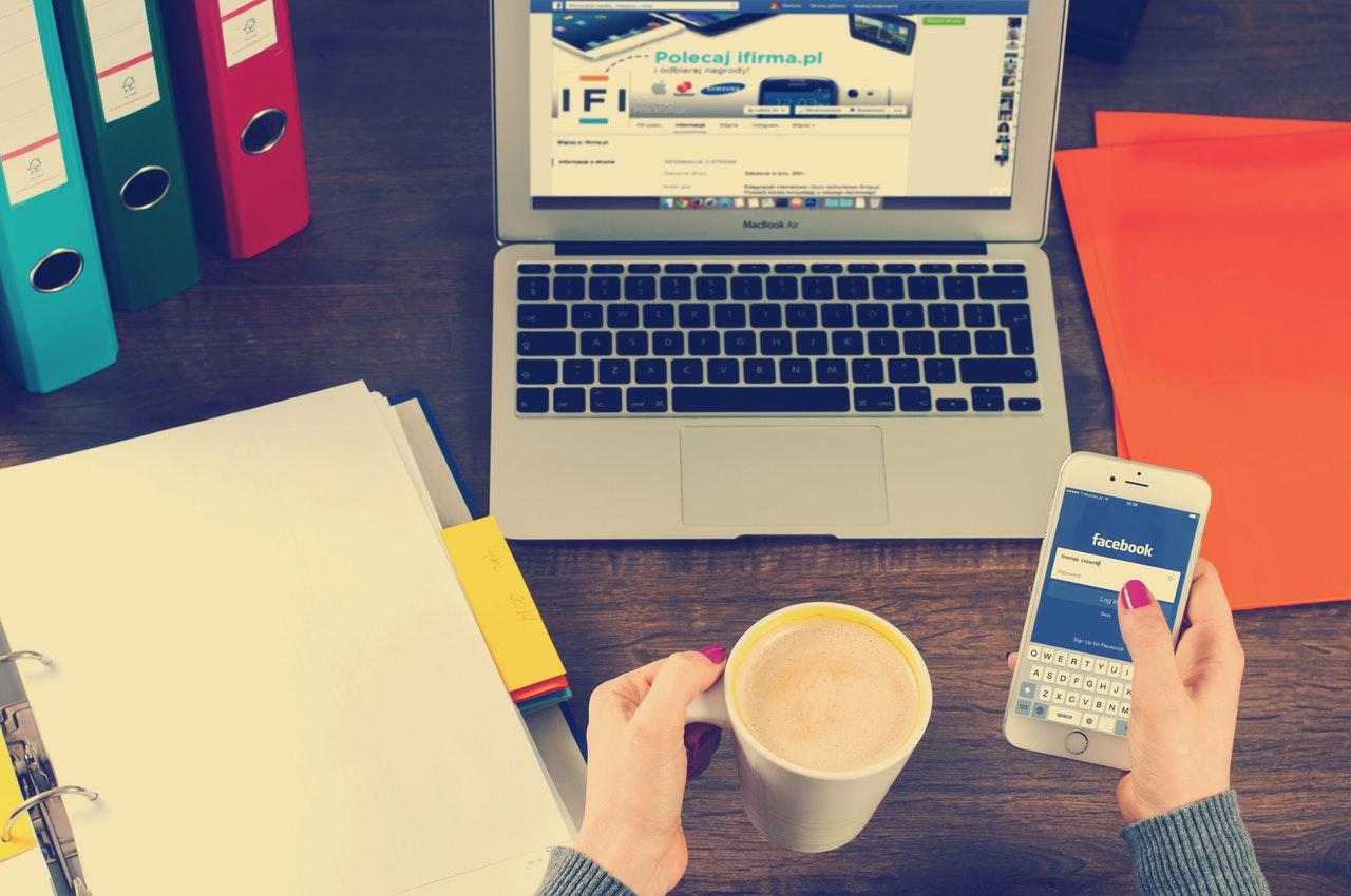 5 moduri prin care Facebook-ul te poate face să intri în depresie!