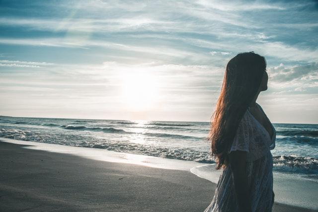 beach girl lady 1581557